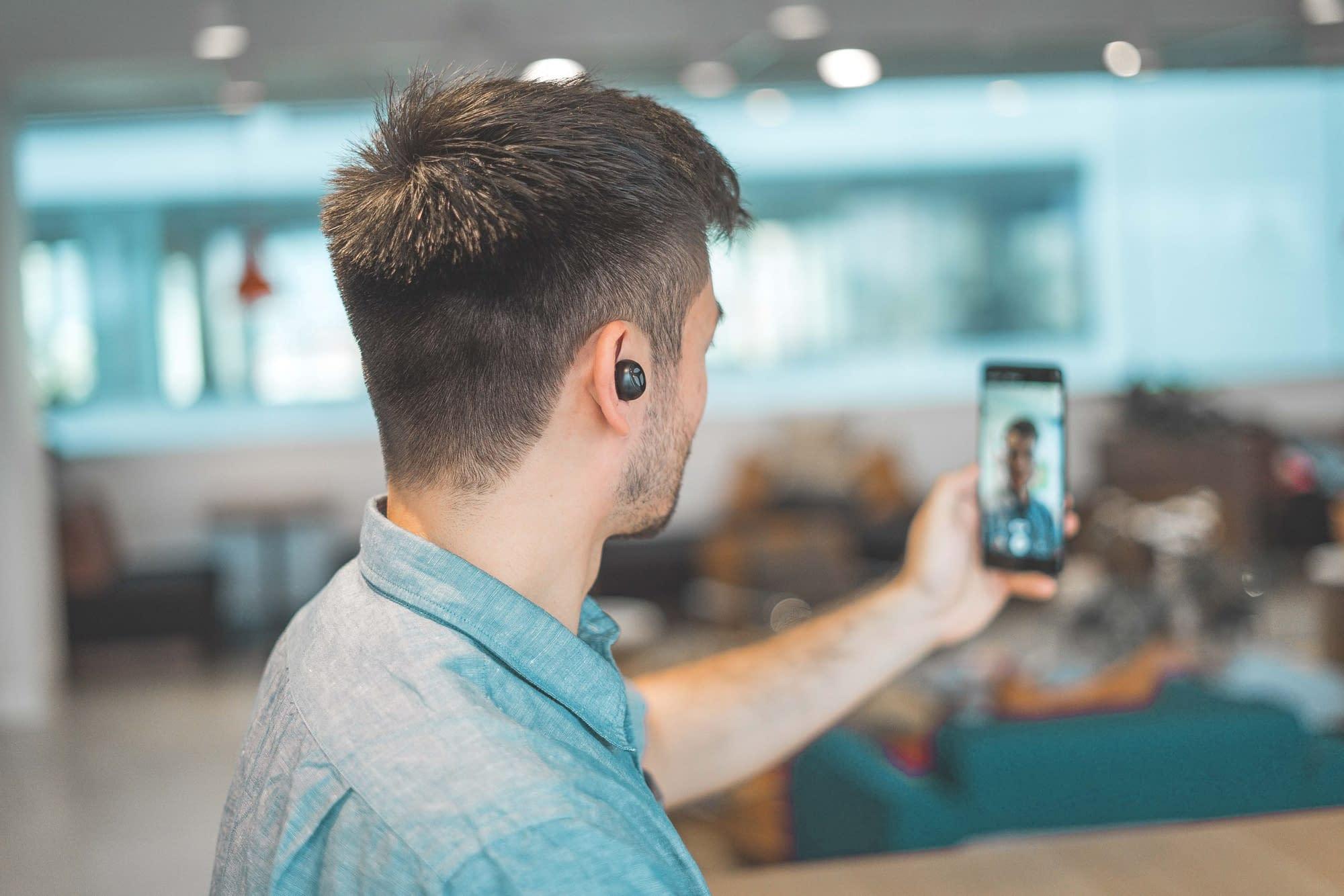 Unternehmer filmt bessere Videos mit dem Smartphone